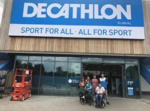 Decathlon schouwers voor hoofdingang
