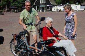 electrische rolstoelfiets