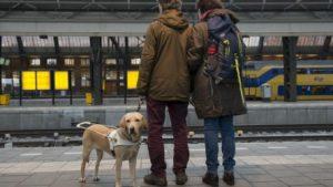 blinden op station