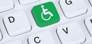 toets met rolstoelsymbool op toetsenbord